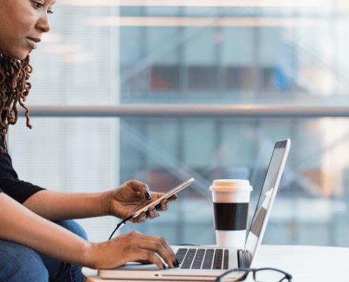 lady laptop performance conversation